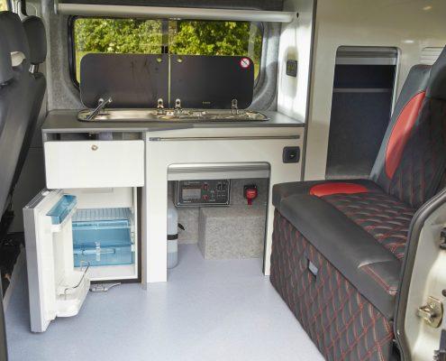 Camper Conversions Trafic - Picture 5