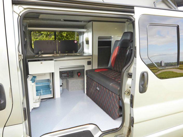 Camper Conversions Trafic - Picture 4