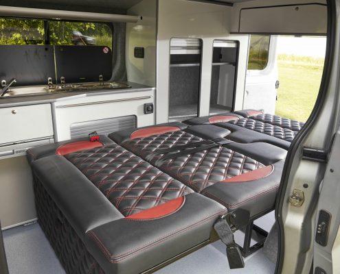 Camper Conversions Trafic - Picture 2