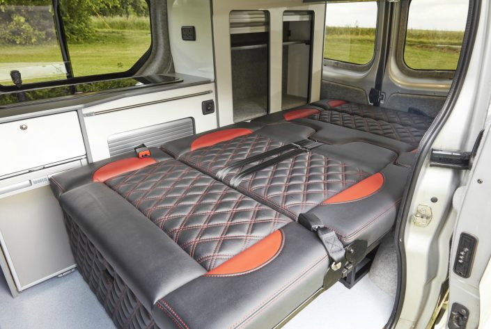 Camper Conversions Trafic - Picture 1
