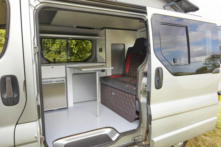 Camper Conversions Trafic - Picture 12