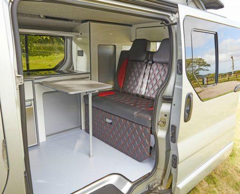 Camper Conversions Trafic - Picture 9